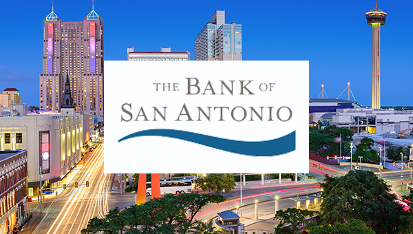 Das Logo der Bank of San Antonio über der Skyline von San Antonio bei Nacht.