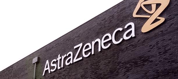 AstrazZeneca Logo auf einem Gebäude