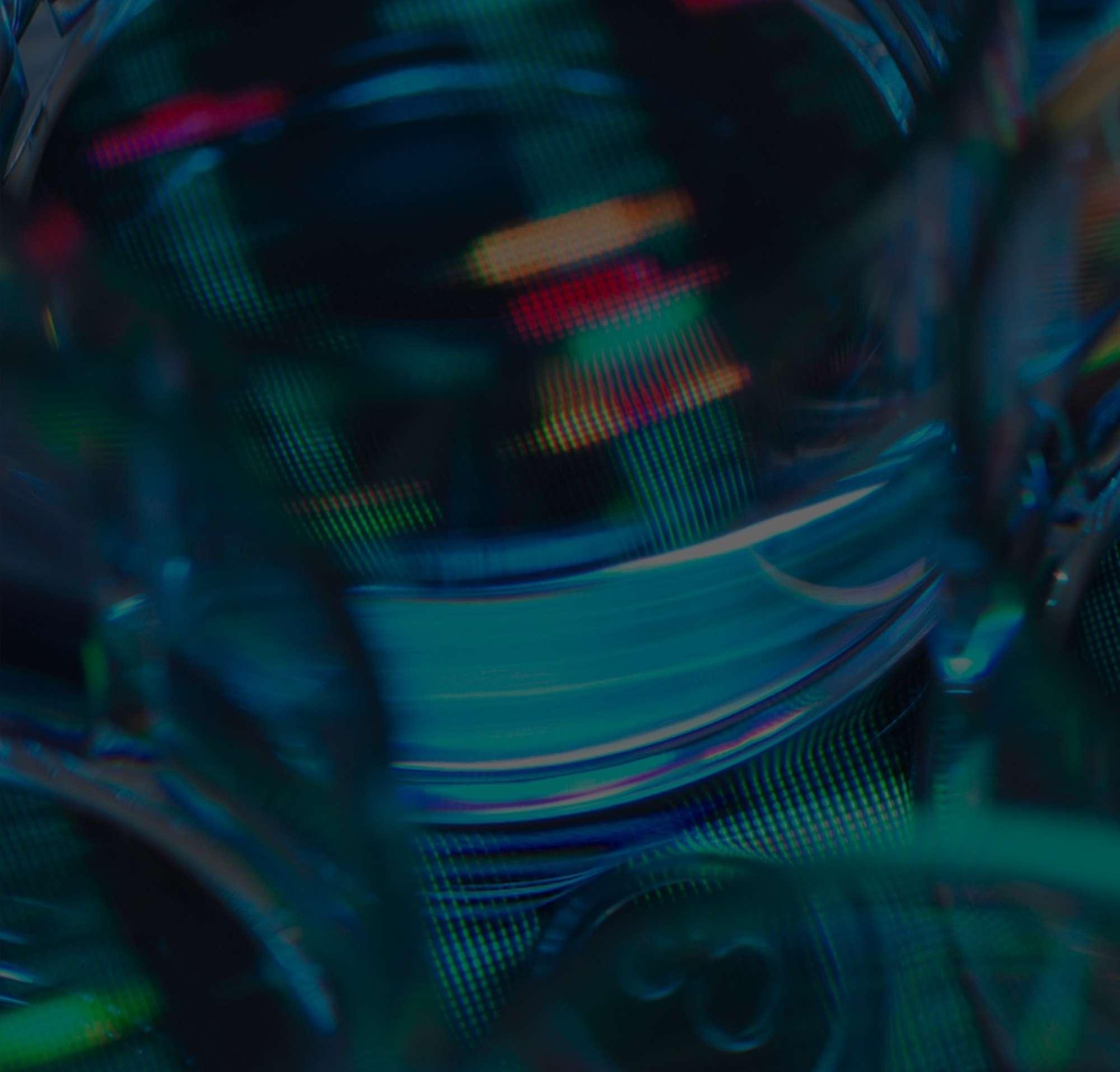 Eine Nahaufnahme von mehreren Petrischalen auf einem mehrfarbigen Hintergrund